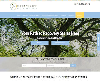 lakehouserecoverycenter.com